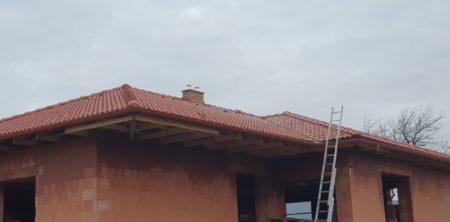 Výstavba strechy v Rozhanovciach